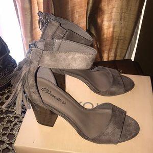 Sexy block heel sandal faux suede size 8.5 NWB